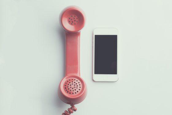 apple-device-cellphone-communication-594452